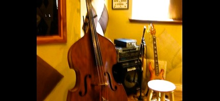 srs.studio.equipment.Old Chech Upright Bass