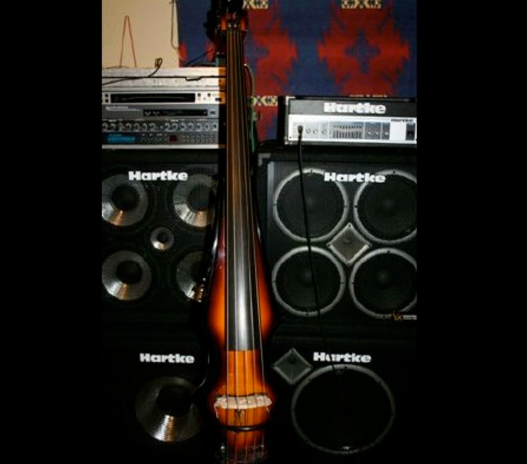 srs.studio.equipment.Messenger 5 String Upright Bass