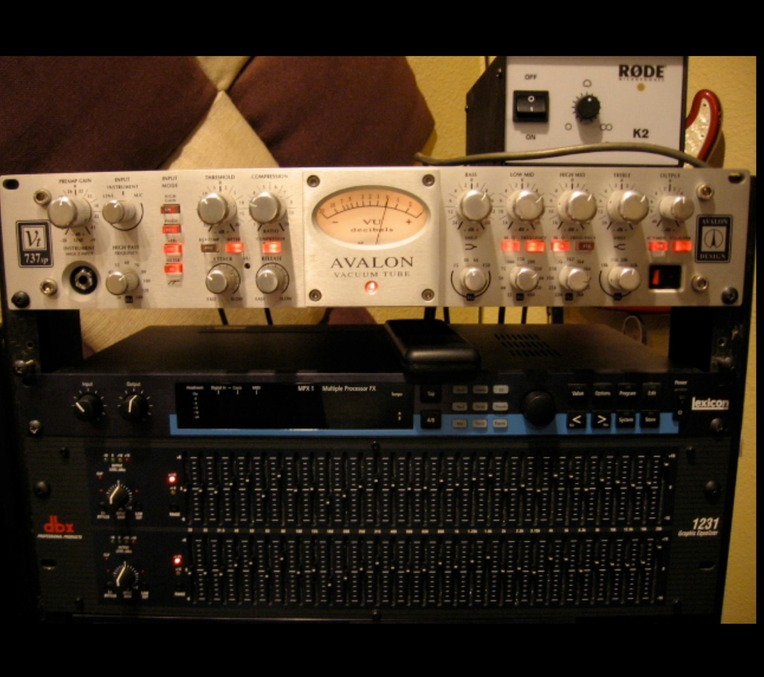 srs.studio.equipment.Avalon Mic Pre-Amp